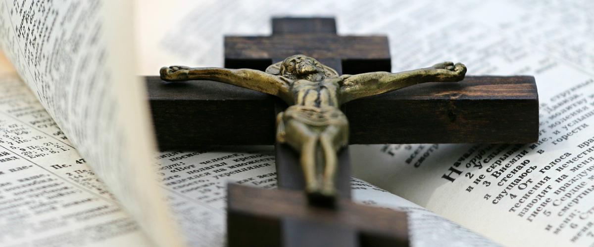 Wand Kruzifix Vergleich