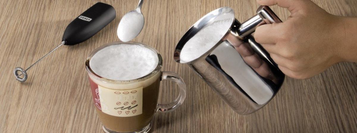 Milchkännchen und Milchtopf