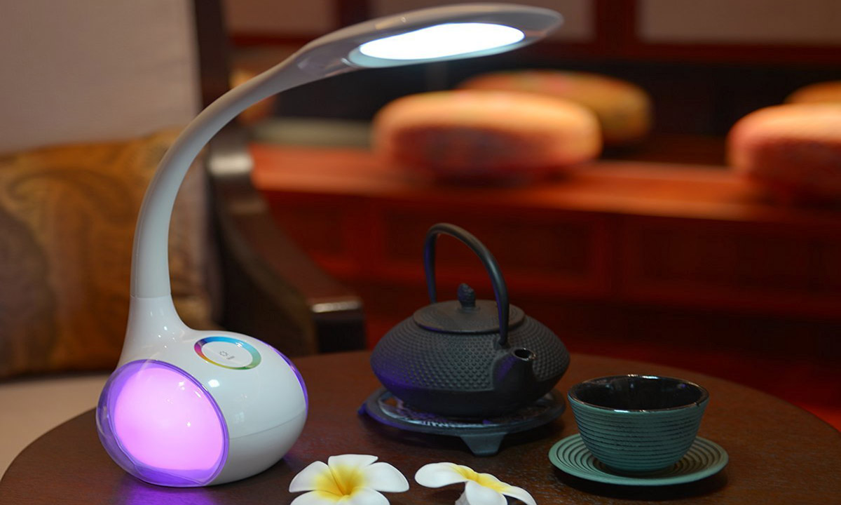 Dimmbare LED Schreibtischlampe/Atmosphärenlampe mit Schwanenhals und Touchfeld.