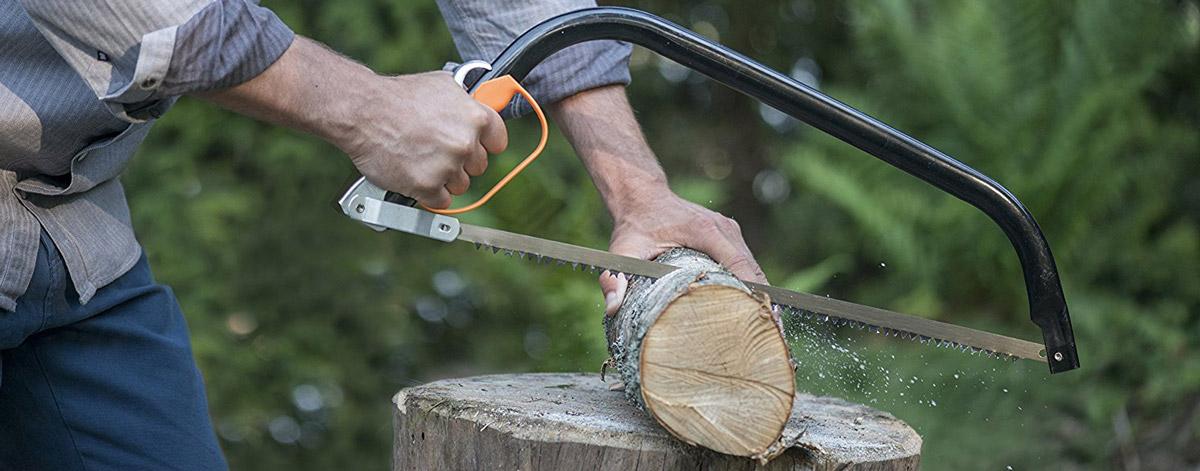 Fiskars 124810 Bügelsäge: Aufgrund ihrer speziellen Zahnung eignet sie sich besonders gut für Arbeiten mit feuchtem Holz