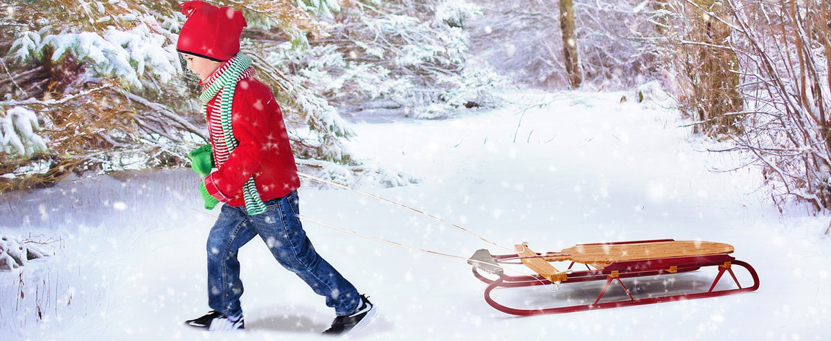 Im Winter kann man mit einem Schlitten viel Spaß haben