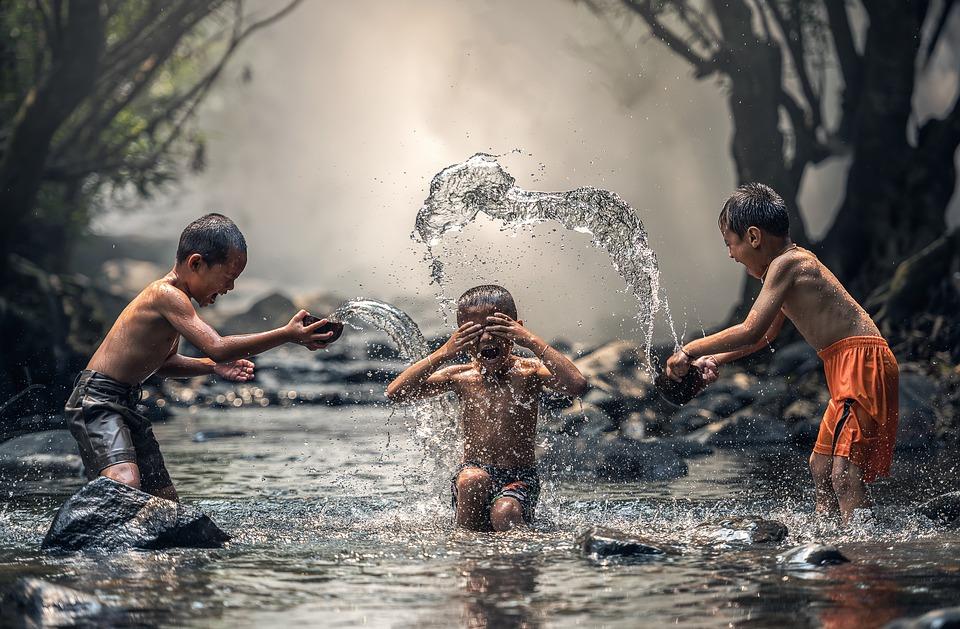 Auch ohne Badesalz können Kinder Spaß haben - aber in der Badewanne?