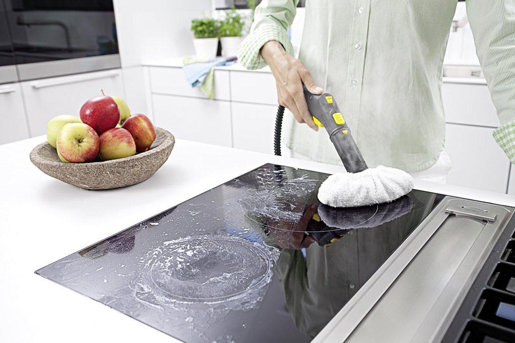 Kärcher Dampfreiniger: In Verbindung mit der innovativen Bodendüse Comfort Plus gestaltet sich die Reinigung mit dem leistungsstarken Dampfreiniger SC 5 besonders ergonomisch und komfortabel