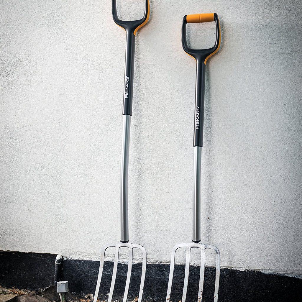 Die Xact Spatengabel eignet sich optimal zum Wenden und Lockern von festen Böden, zum Belüften des Rasens sowie zum Herausharken von Steinen oder Unkraut