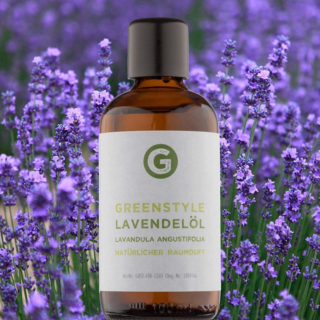 Ätherisches Lavendel Öl hat einen frischen, herben und krautigen Geruch