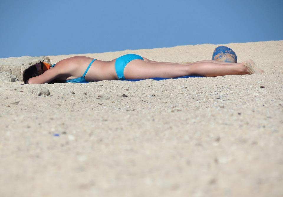 Im Solarium schön braun werden, wie am Strand