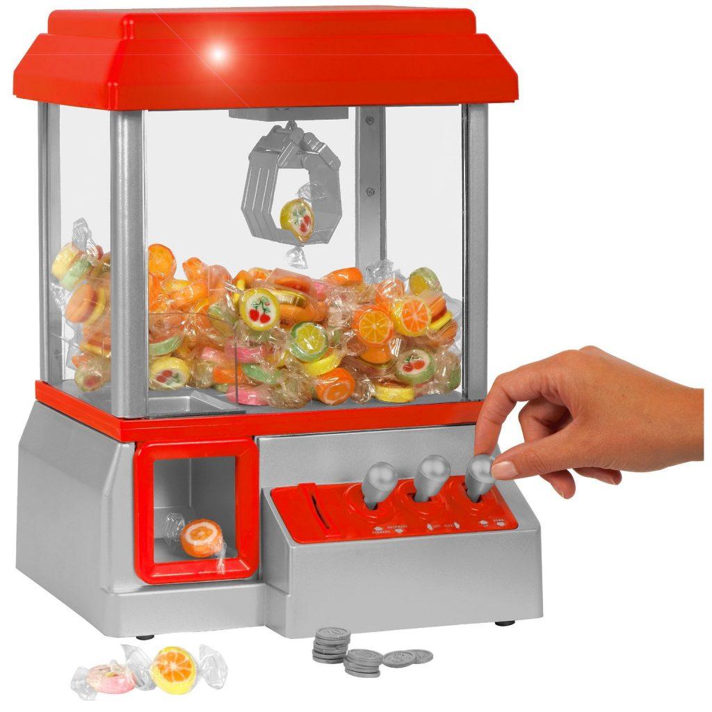 GreatGadgets - Candy Grabber: Erst der Nervenkitzel, dann die Belohnung. Wer naschen will, muss die Bonbons mit ruhiger Hand zur Ausgabe befördern.