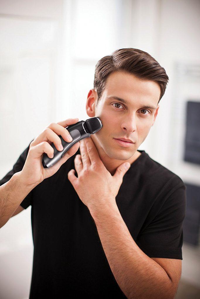 Remington PF7500 Comfort - Ideal für empfindliche Haut, ist der REMINGTON ComfortSeries Pro die Lösung für alle Männer auf der Suche nach einer schnellen, einfachen Trockenrasur, für die kein Schaum oder sonstige Vorbereitungen erforderlich sind. Wenn Sie eine Alternative zur traditionellen Nassrasur suchen, werden Sie merken, dass dieser handliche Rasierer nicht nur Zeit spart, sondern er verleiht Ihrer Haut eine wohlverdiente Pause von der Reizung einer Rasierklinge.