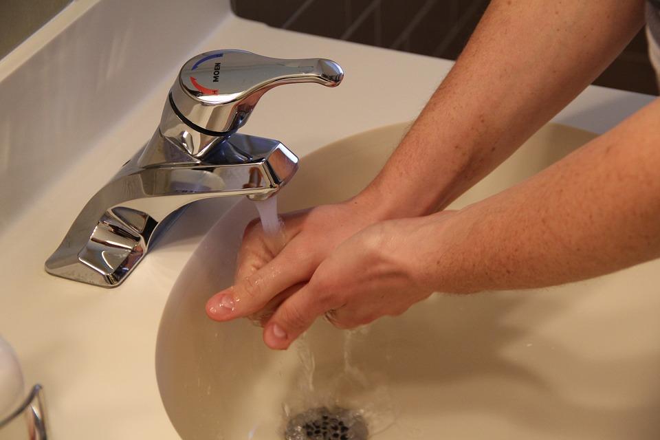 Mit einem Wassersparstrahler kann viel Wasser gesparrt werden