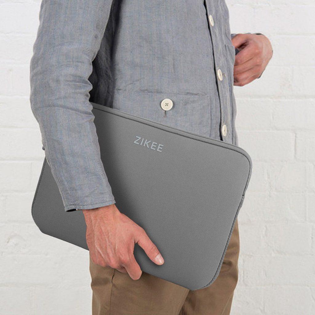 Haben Sie auch schon genug von den langweiligen und schweren Laptop-Taschen? Wollen Sie nicht mehr ausgeben als nötig um einen perfekten Schutz für Ihr wertvolles Gerät zu erhalten? Dann sind Sie bei Zikee absolut richtig. Hier finden Sie die Schutzhülle die Sie brauchen, mit hoher Qualität zu einem niedrigen Preis.