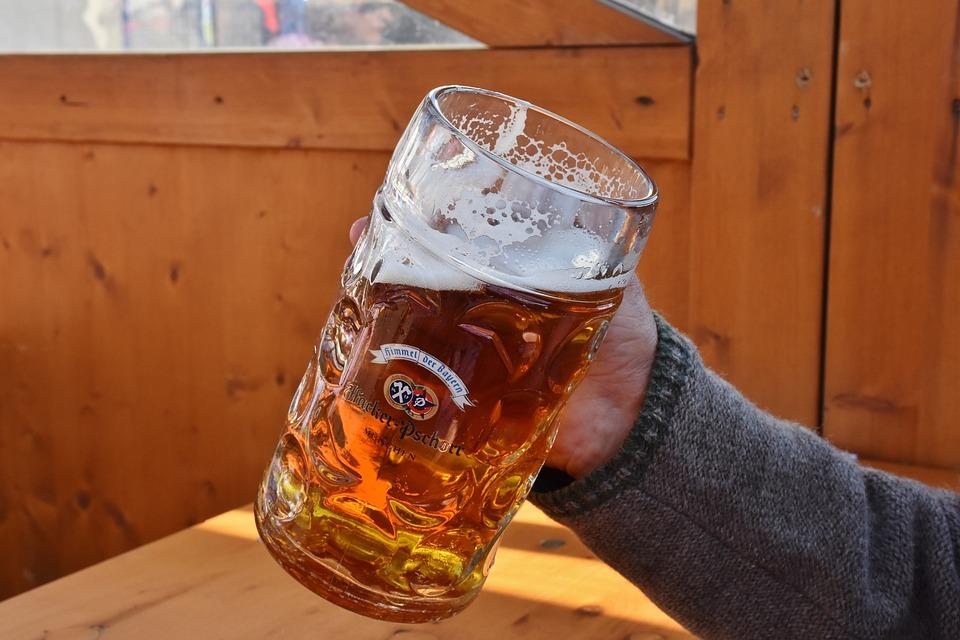 Bierkrug Tipp: Schauen sie sich die Testsieger bei Stiftung Warentest, Ökotest, ETM-Magazin & Co an.