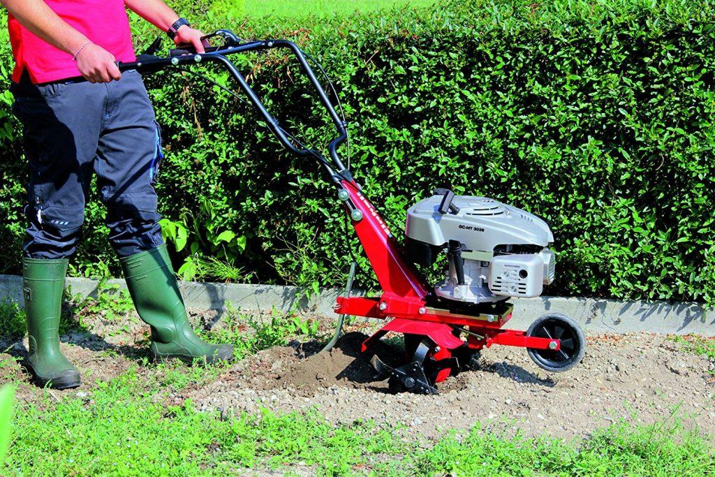 Einhell Benzin Bodenhacke GC-MT 3036: Die Benzin Bodenhacke GC-MT 3036 ist eine kräftige und robuste Gartenhacke für die effektive und stromnetzunabhängige Bodenauflockerung von mittleren bis grösseren Gartenflächen.