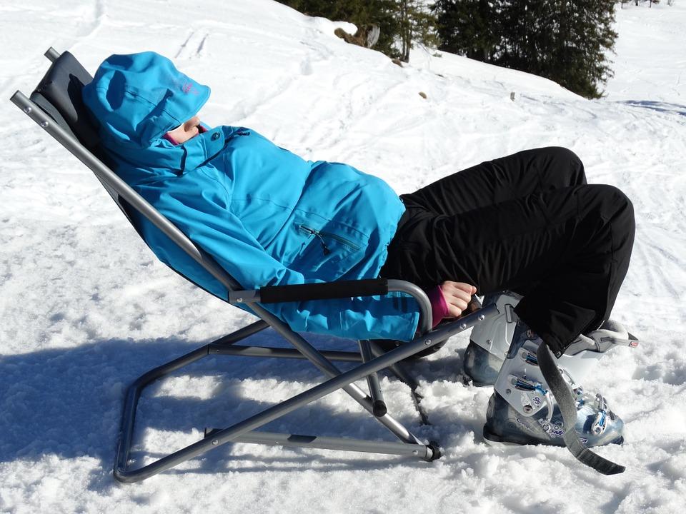 Skijacke Tipp: Schauen sie sich die Testsieger bei Stiftung Warentest, Ökotest, ETM-Magazin & Co an.