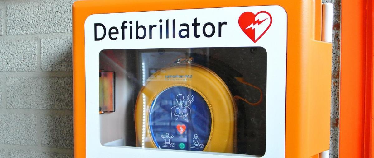 Vollautomatische Defibrillatoren im Vergleich