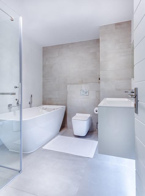 Hänge WC im modernem Badezimmer.